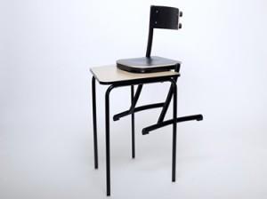 chaise scolaire avec appui sur table