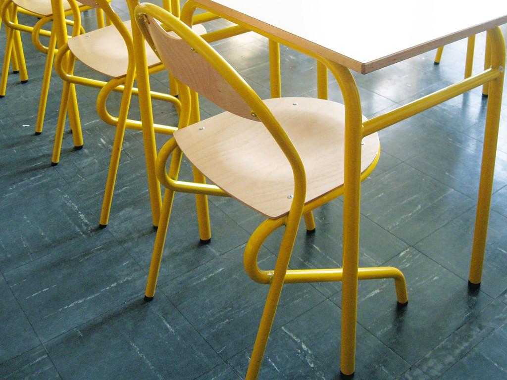 chaise d 39 cole disponible en diff rentes coloris. Black Bedroom Furniture Sets. Home Design Ideas