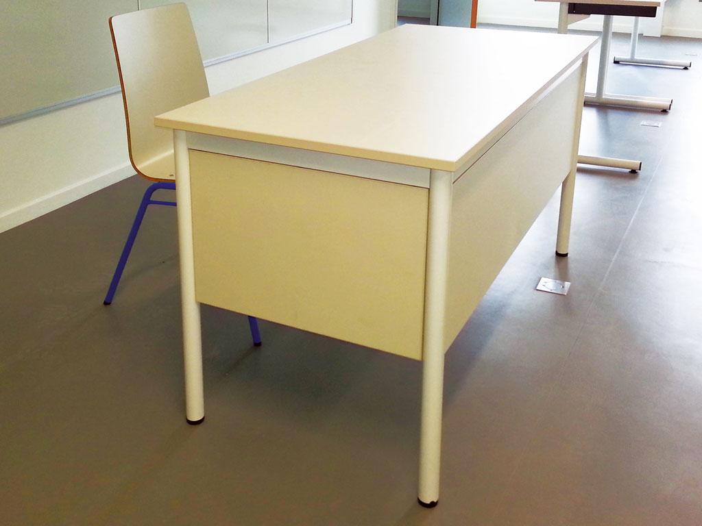 Bureau de professeur pour l'aménagement d'une salle de classe