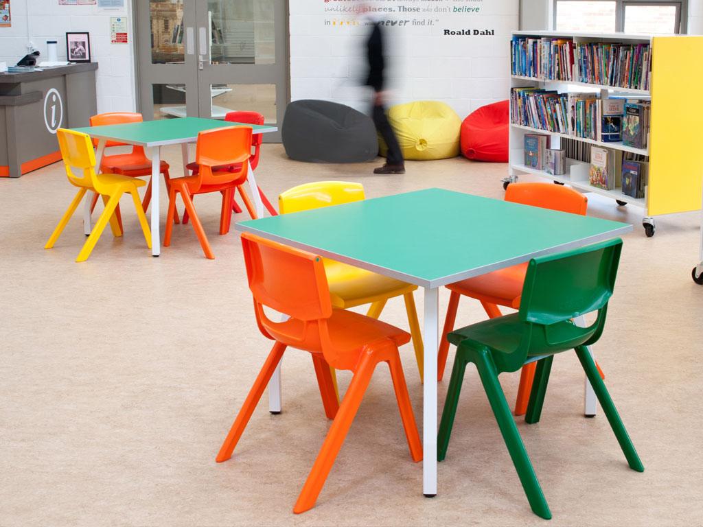chaise de classe empilable pour une meilleure modularité
