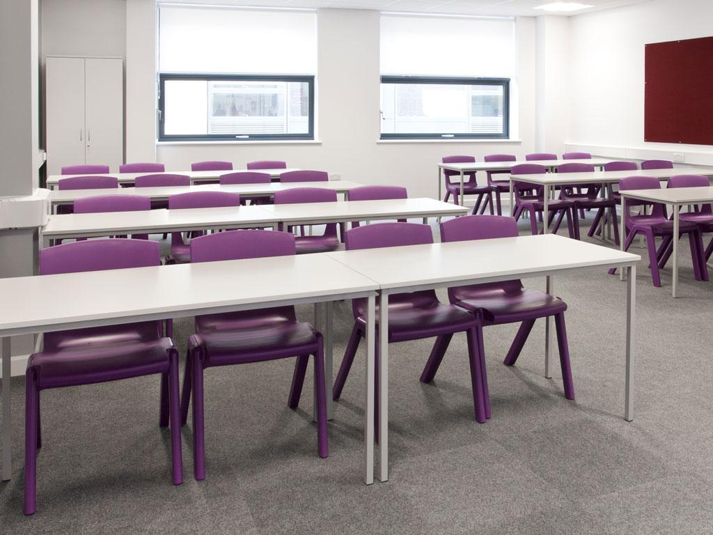 Chaises de classe colorée et design