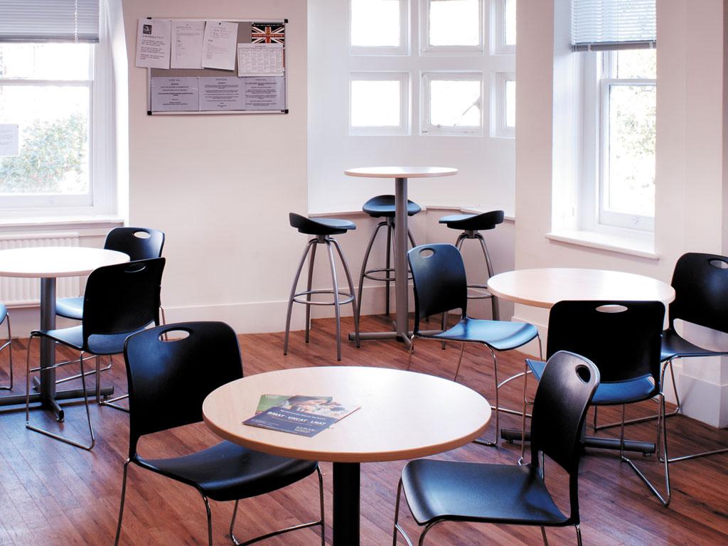 chaise pour espaces multifonctionnels