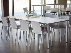 chaises empilables pour espaces modulaires