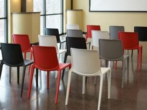 chaises conçues pour les espaces modulaires