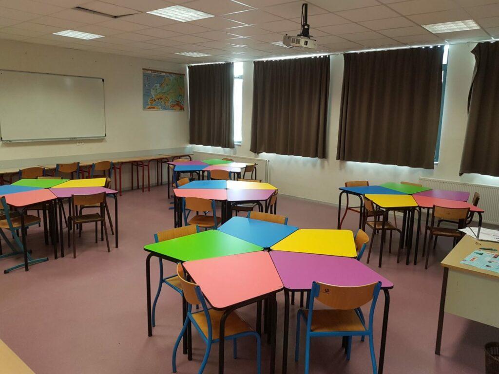 Un mobilier scolaire modulable est adapté à la classe inversée.