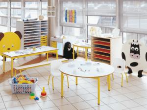 Table maternelle fixe et ronde par IA France