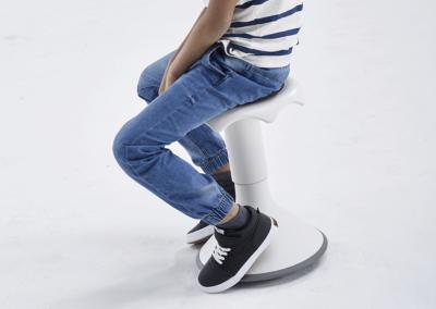 Tabouret pour classe flexible qui met l'élève en mouvement