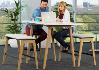 Banquette haute design comme mobilier professionnel, par IA France