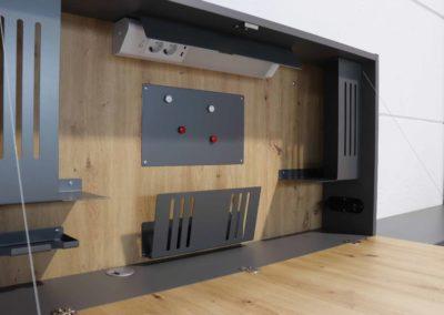 Bureau design de télétravail, bureau mural avec de nombreux accessoires